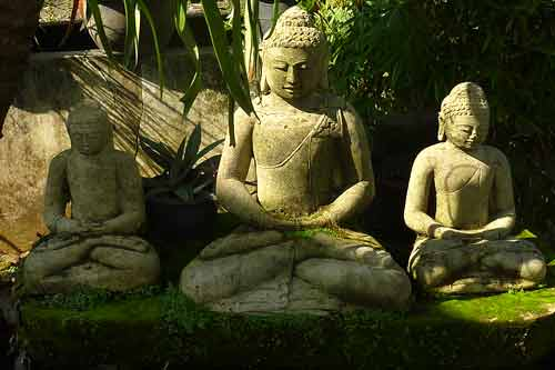 buddha gartenfigur gro unikate naturstein bali buddha. Black Bedroom Furniture Sets. Home Design Ideas