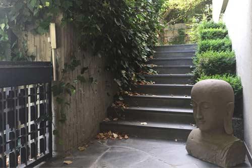 Buddha Büste 100 cm hoch aus Riverstone